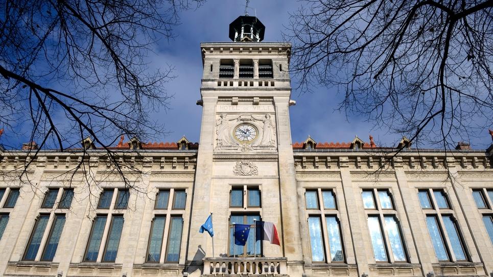 Vue de la mairie de Valence, dans la Drôme, le 4 décembre 2013