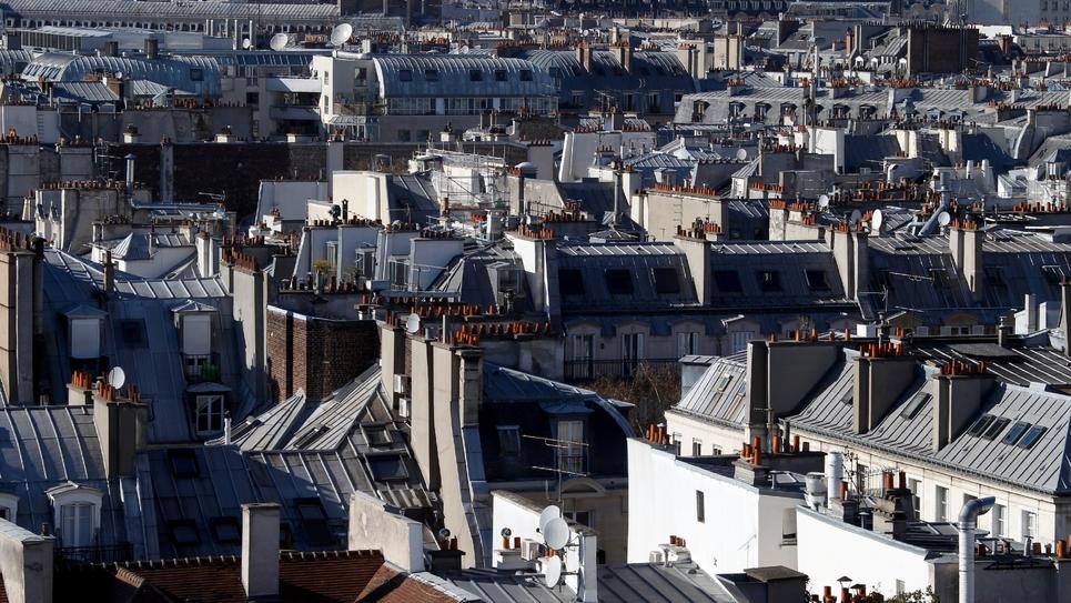 Le 9 mars 2014, des toits d'anciens immeubles du centre de Paris