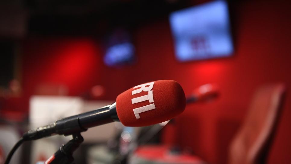 La part des invités politiques dans les émissions matinales des radios généralistes a nettement augmenté en dix ans, entre 2007 et 2017, selon une étude de l'INA
