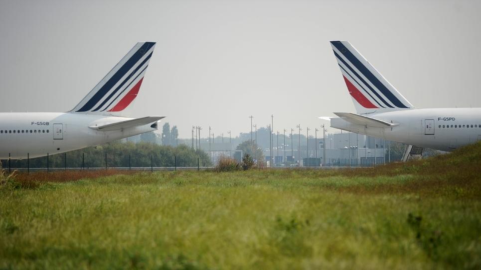 Une nouvelle journée de grève à Air France pour obtenir des hausses de salaires provoquait samedi l'annulation de 30% des vols