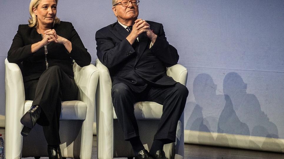 Marine Le Pen et son père Jean-Marie, lors du congrès du FN, le 29 novembre 2014 à Lyon