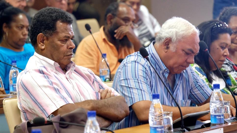 Daniel Goa (gauche) lors des élections provinciales de 2014 à Nouméa