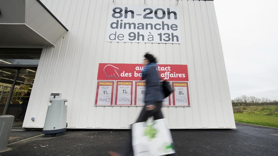 Un supermarché ouvert le dimanche matin à Riaille, le 28 janvier 2015