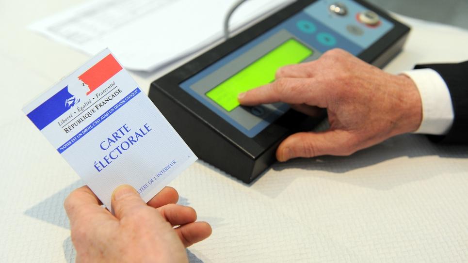 Vote électronique lors des élections départementales le 22 mars 2015 à Brest