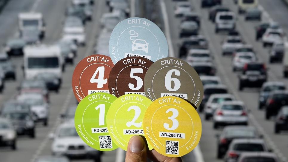 La Métropole du Grand Paris (MGP) va interdire à partir du 1er juillet la circulation des véhicules les plus polluants autour de la capitale, mais se donne jusqu'en 2021, après les municipales, pour sanctionner les contrevenants et harmoniser son