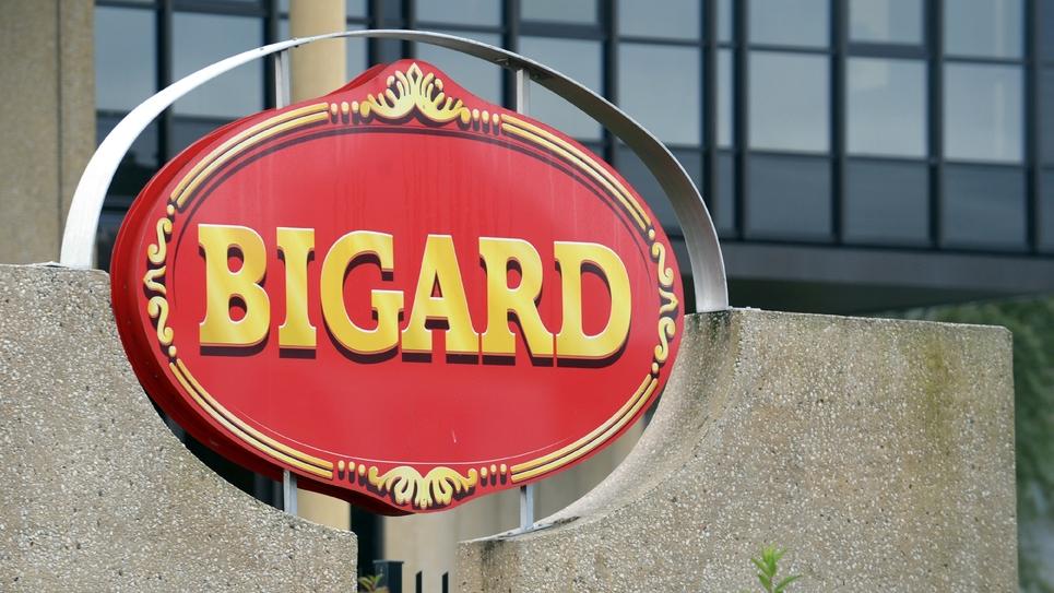 Logo du groupe Bigard, le 21 septembre 2015, à l'entrée de l'usine de Quimperlé (Finistère)