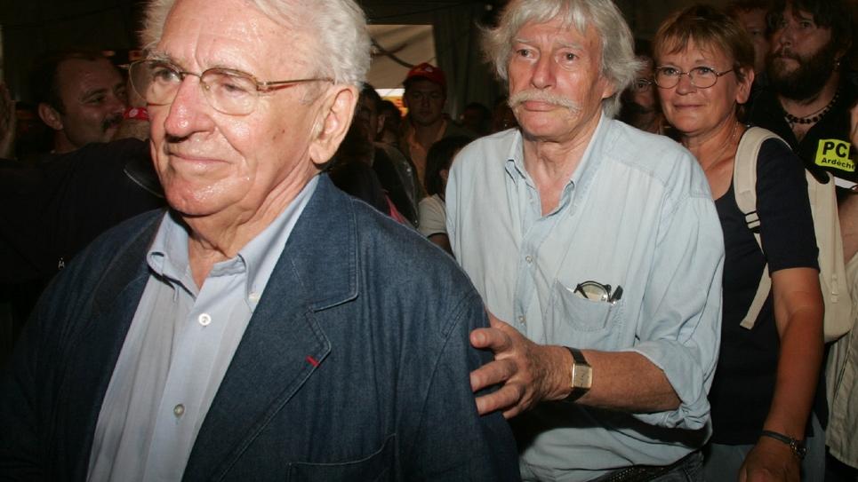Roland Leroy (G) avec Jean Ferrat et Marie-George Buffet le 11 septembre 2004 à La Courneuve (Seine-Saint-Denis)