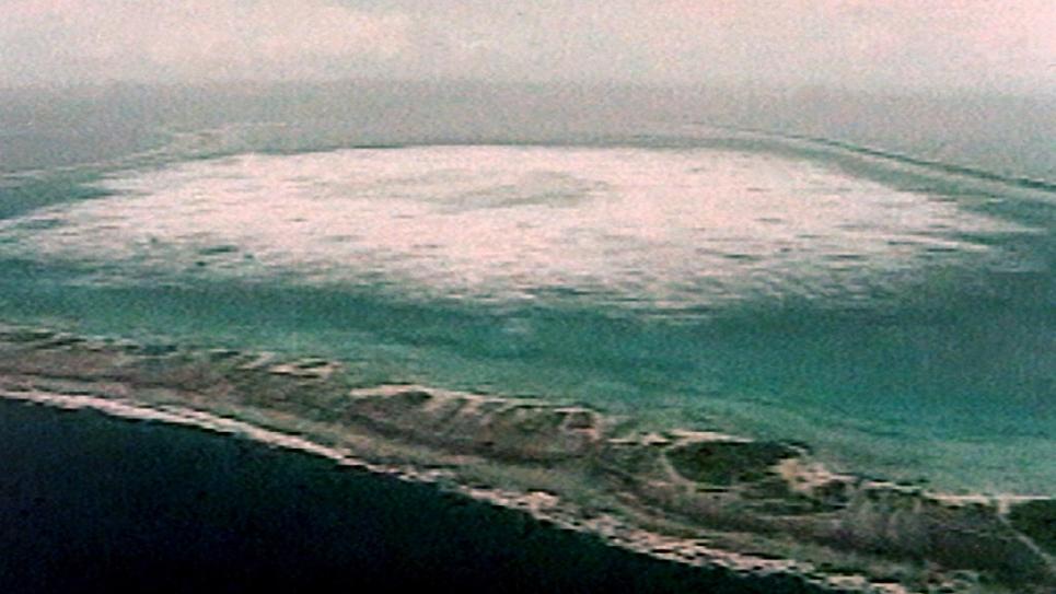 Un essai nucléaire souterrain dans l'atoll de Fangataufa, le 28 janvier 1996