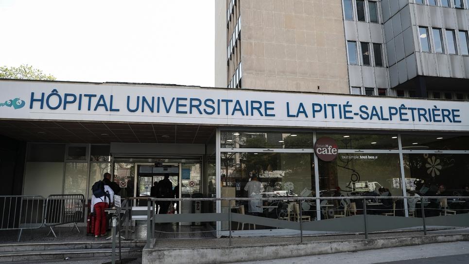 L'entrée de l'hôpital de La Pitié-Salpêtrière, le 15 avril 2019 à Paris