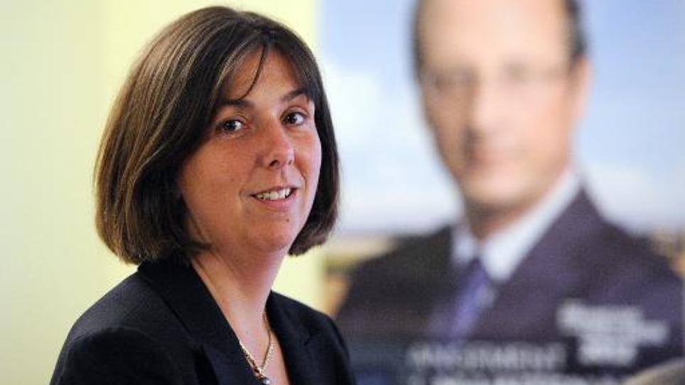 Nathalie Chabanne, députée PS, pose le 11 juin 2012 dans sa permanence de campagne à Pau
