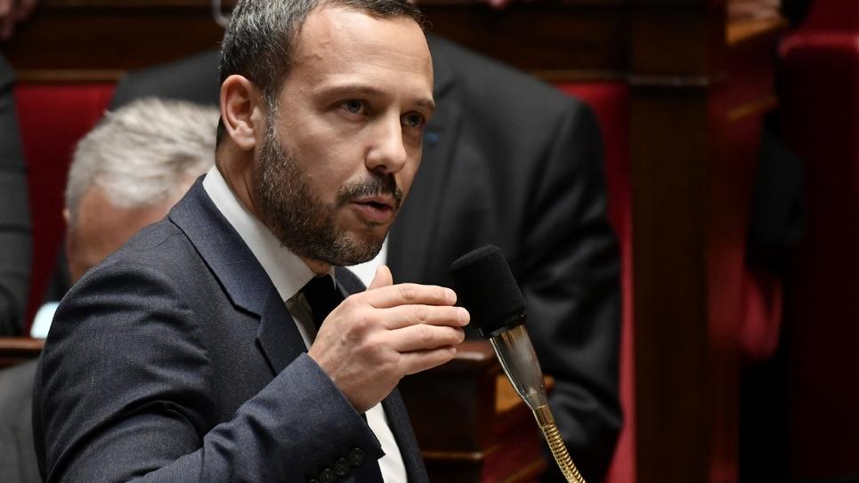 Le secrétaire d'Etat Adrien Taquet à l'Assemblée nationale le 20 février 2019