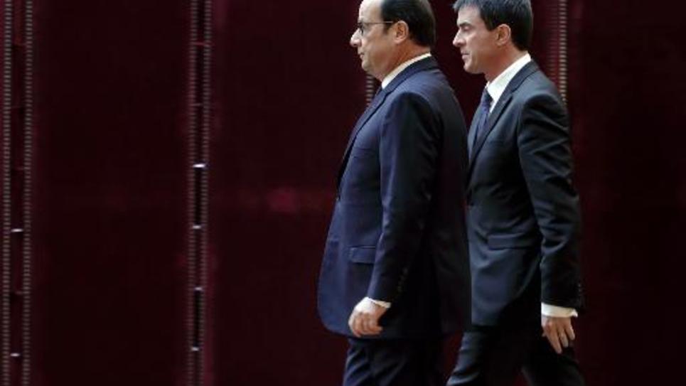 Le président François Hollande (G) et le Premier ministre Manuel Valls (D), le 19 janvier 2015 à Paris