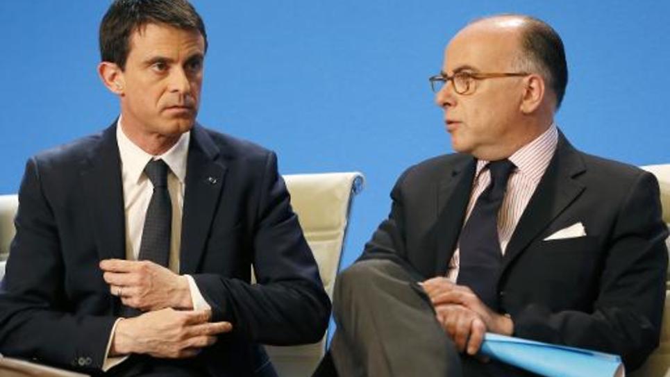 Le Premier minstre Manuel Valls et le ministre de l'Intérieur Bernard Cazeneuve lors de la présentation du plan de lutte contre le racisme et l'antisémitisme le 17 avril 2015 à Créteil