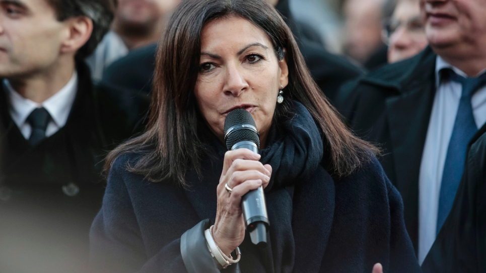 La maire socialiste de Paris Anne Hidalgo lors de la présentation des nouvelles poubelles Trilib', à Paris le 5 décembre 2016