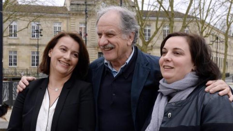 Le maire de Bègles Noel Mamère, Cécile Duflot (g) et la secrétaire nationale d'Ecologie-les Verts Emmanuelle Cosse (d) le 26 mars 2015 à Bordeaux