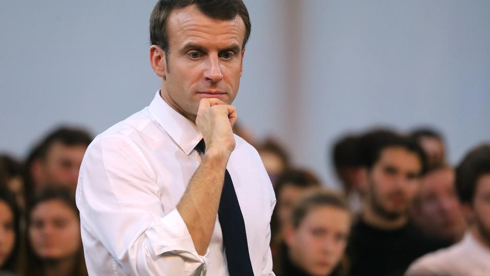 Emmanuel Macron lors d'une rencontre avec des jeunes dans le cadre du grand débat national à Etang-sur-Arroux, en Saône-et-Loire, le 7 février 2019