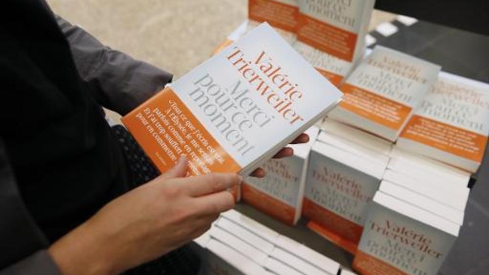 """Le livre de Valerie Trierweiler """"Merci pour ce moment"""" en vente le 4 septembre 2014 à Paris"""