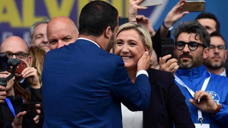 Matteo Salvini, patron de l'extrême droite italienne avec sa principale alliée, la présidente du RN Marine Le Pen, lors d'un meeting à Milan à une semaine des élections européennes, le 18 mai 2019 à Milan