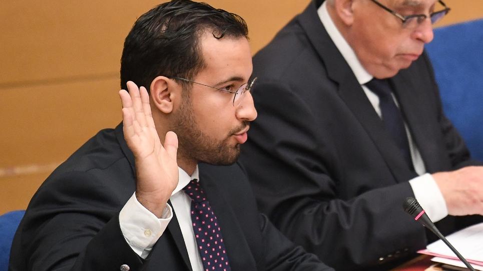 L'ex-collaborateur du chef de l'État, Alexandre Benalla prête serment au début de son audition par la commission d'enquête sénatoriale le 19 septembre.