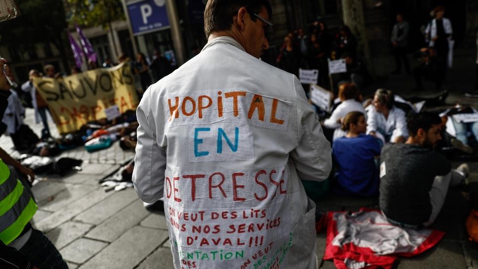 Manifestation des personnels hospitaliers le 26 septembre 2019 à Paris pour réclamer des moyens pour l'hôpital