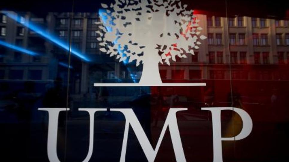 Le logo de l'UMP, devant son siège à Paris, le 16 septembre 2014