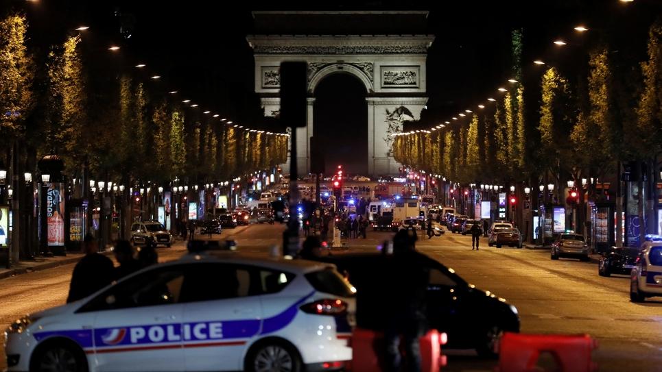 Des policiers sur les Champs-Elysées à Paris, le 20 avril 2017