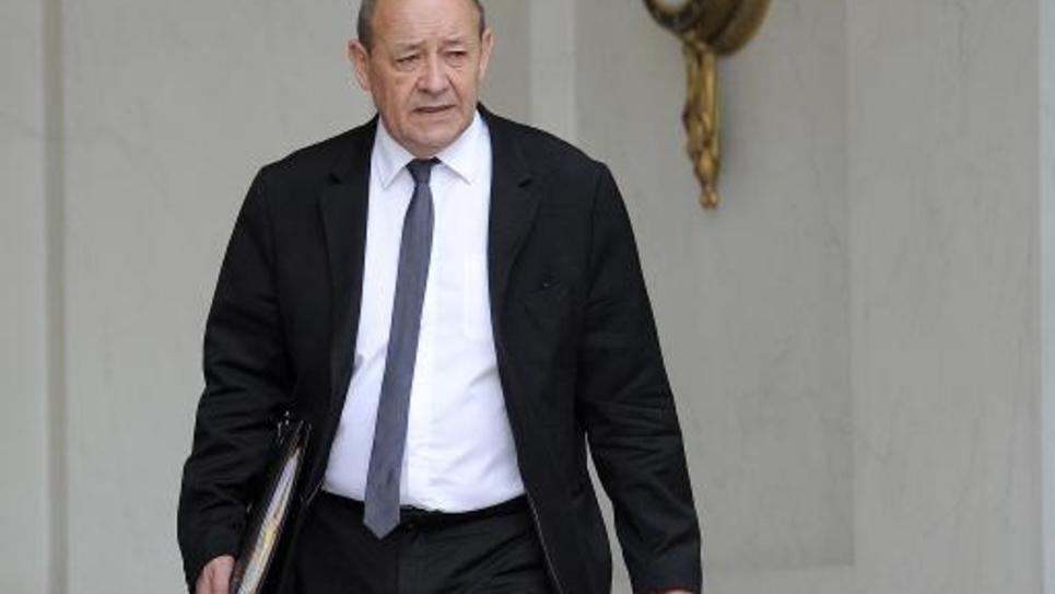 Le ministre de la Défense Jean-Yves Le Drian à la sortie du Conseil des ministres le 28 mai 2014 à l'Elysée à Paris