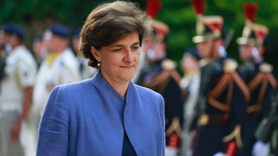 Sylvie Goulard participe à la cérémonie de passation avec sa successeure au ministère des Armées Florence Parly, le 21 juin 2017 à Paris
