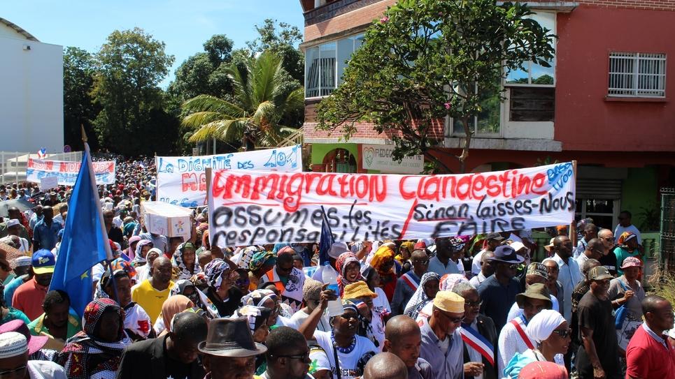 Manifestation contre l'immigration clandestine dans les rues de Mamoudzou, le 10 mai 2018 à Mayotte