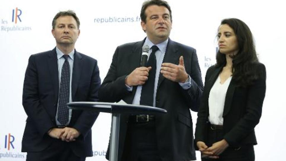 Une porte-parole du parti Les Républicains, Lydia Guirous (à droite), les députés Thierry Solère (C) et Sébastien Huyghe (G) le 9 juin 2015, au siège du parti à Paris