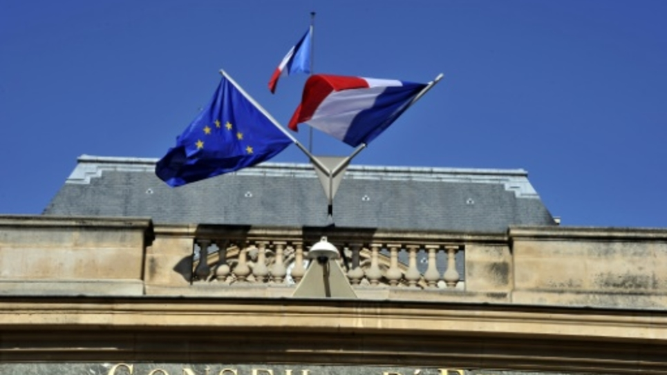 """L'exécutif souhaite finalement étendre les critères de déchéance de nationalité aux binationaux """"nés Français"""""""