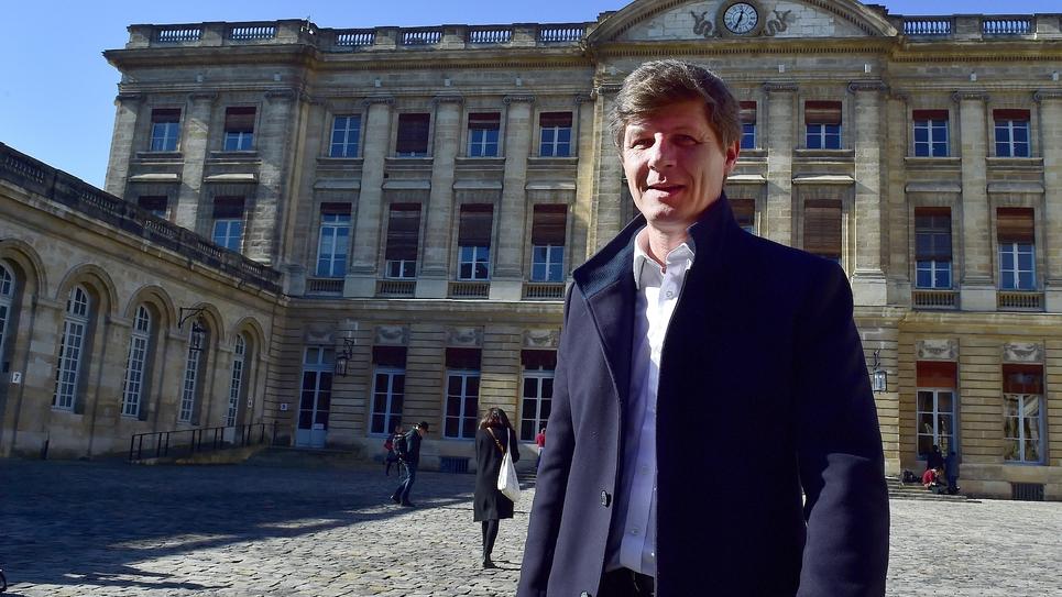 Nicolas Florian devant la mairie de Bordeaux, le 14 février 2019