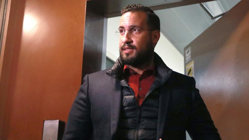 Alexandre Benalla lors de sa sortie de la prison de la Santé, à Paris le 26 février 2019