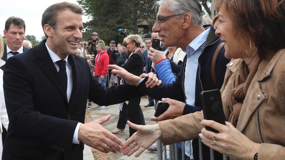 Emmanuel Macron sort de son bureau de vote au Touquet, dans le Pas-de-Calais, le 26 mai 2019