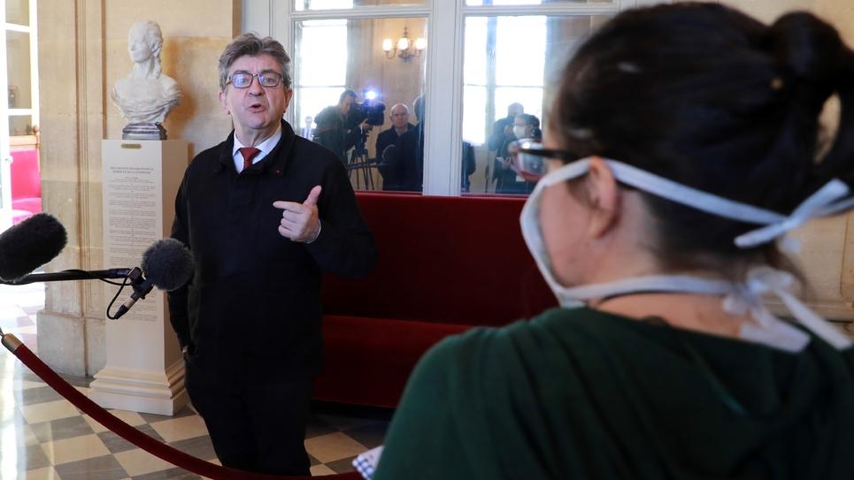 Jean-Luc Mélenchon répondait aux journalistes dans un hall de l'Assemblée nationale, avant une session extraordinaire, le 19 mars 2020