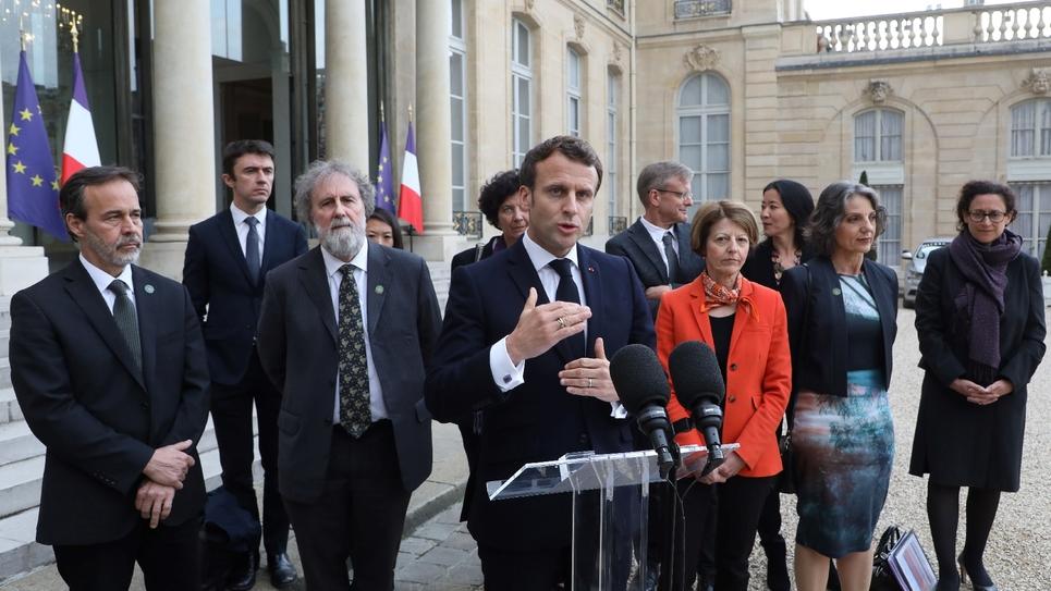 Le président français Emmanuel Macron s'exprime après une rencontre avec les scientifiques de l'EPBES, à l'Elysée le 6 mai 2019