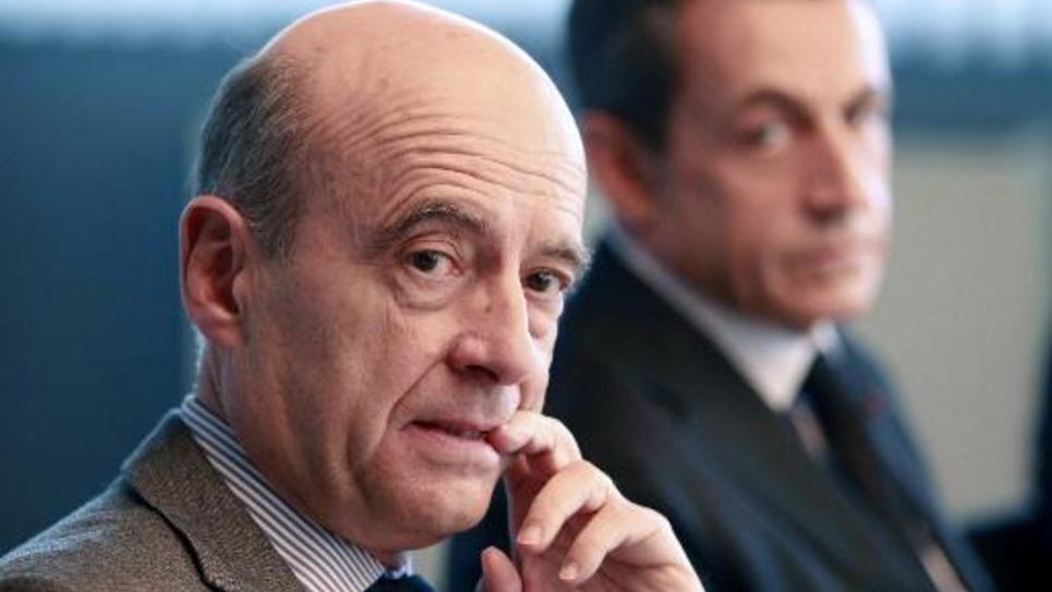 L'ancien Premier ministre Alain Juppé et l'ex président Nicolas Sarkozy, le 15 novembre 2011 à Bordeaux