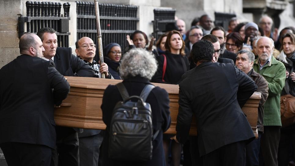 Le cercueil de François Chérèque à la sortie de l'église Saint-Sulpice où ont été célébrées ses obsèques le 5 janvier 2017 à Paris