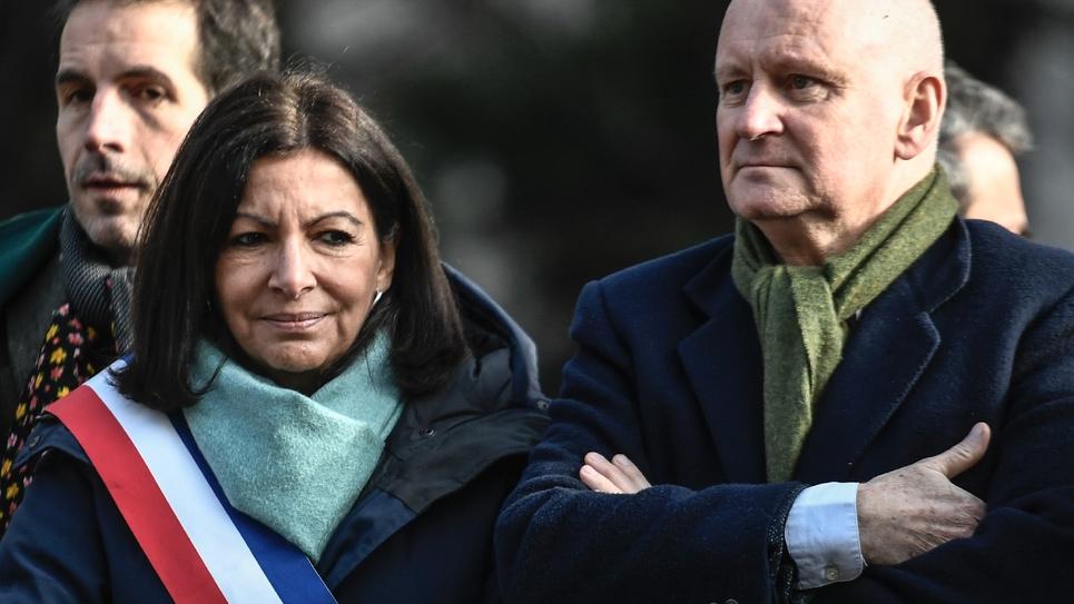 Christophe Girard, adjoint à la Culture de la Mairie de Paris (d) en compagnie de la Maire, Anne Hidalgo, le 20 janvier 2020 à Paris
