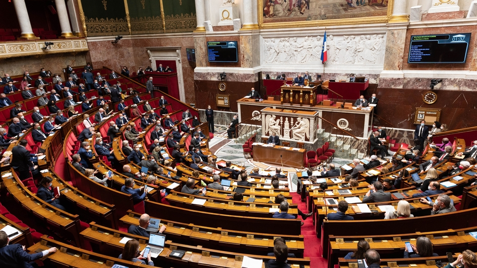 Paris: weekly session of questions to the government
