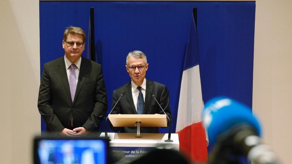 Le procureur antiterroriste Jean-François Ricard (centre) et le patron de la police judciaire Christian Sainte (G), lors d'une conférence de presse le 5 octobre 2019 à Paris