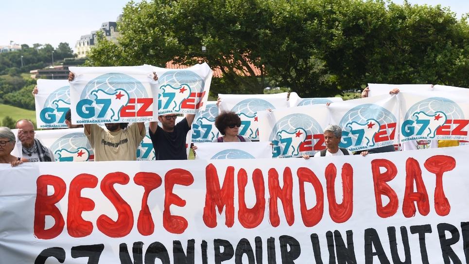 Des militants anti-G7, le 26 août 2019 à Biarritz