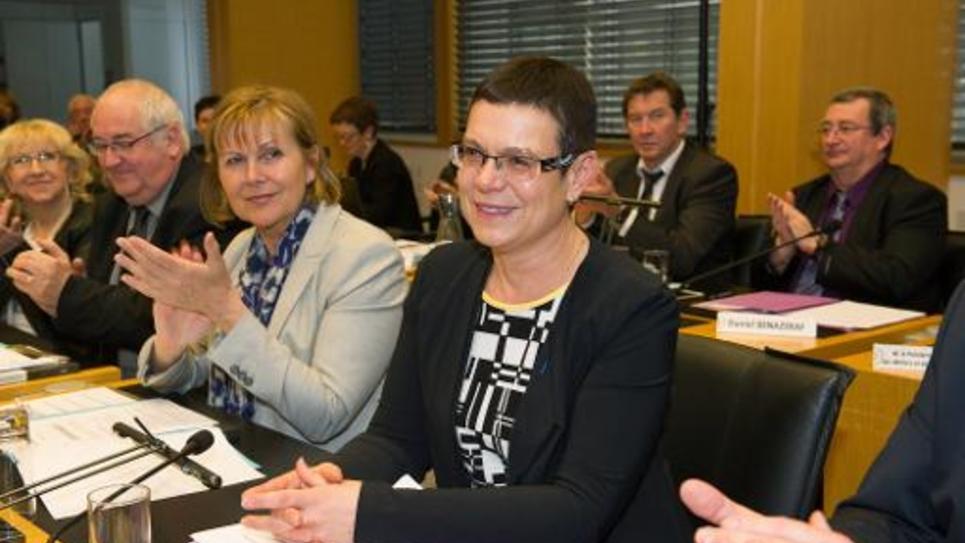 Christine Bouquin applaudie après son élection à la présidence du Conseil départemental du Doubs le 2 avril 2015 à Besançon
