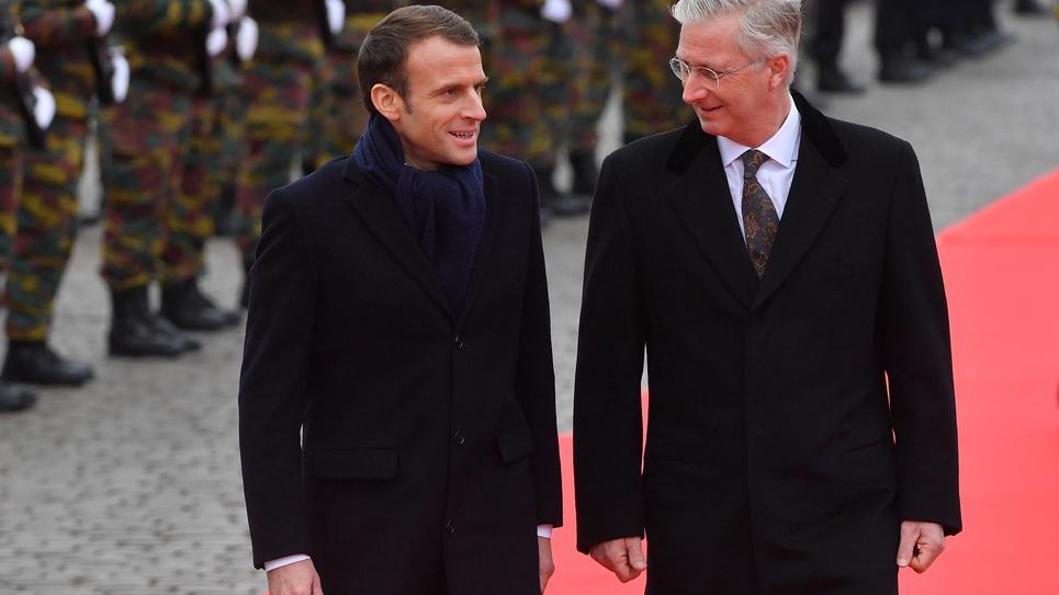 Le président Emmanuel Macron et le roi Philippe lors d'une cérémonie devant le Palais royal à Bruxelles, le 19 novembre 2018