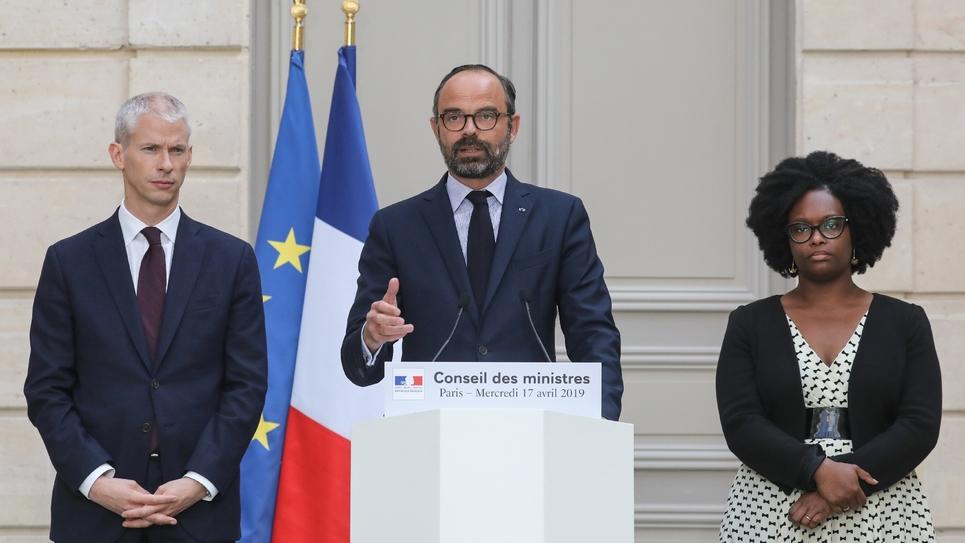Le Premier ministre Edouard Philippe donne une conférence de presse aux côtés du ministre de la Culture Franck Riester et de la porte-parole du gouvernement Sibeth Ndiaye, le 17 avril 2019 à l'Elysée