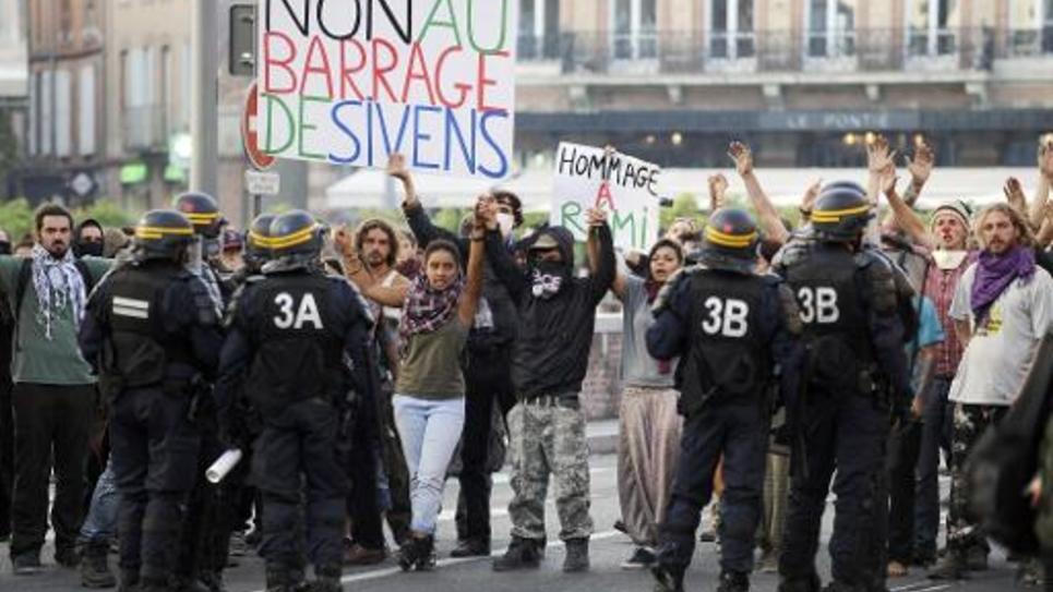 Des opposants au barrage de Sivens manifestent le 27 octobre 2014 à Albi