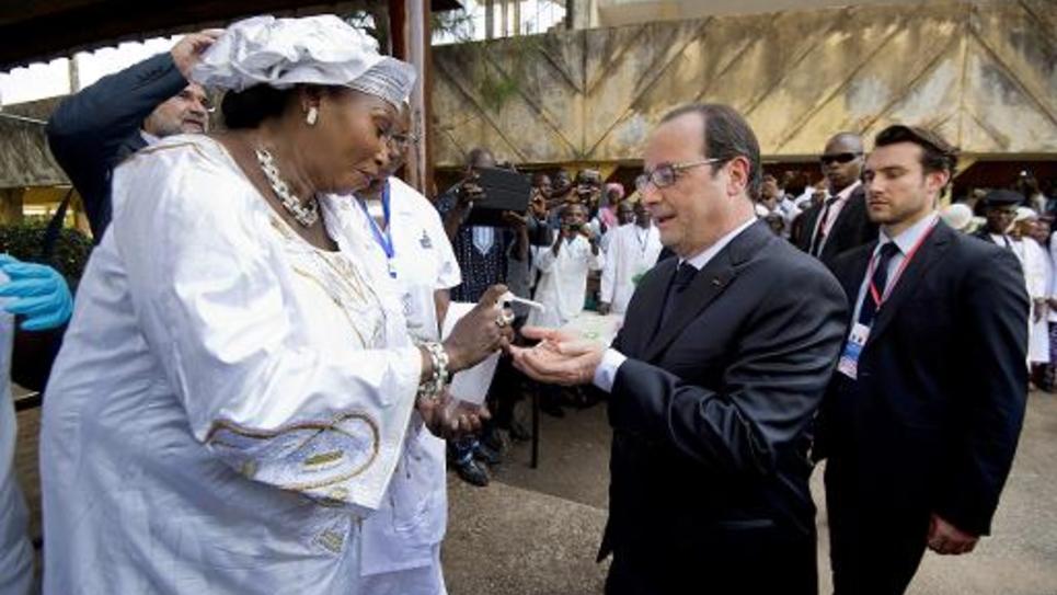 François Hollande à son arrivée à l'hôpital de Conakry (Guinée) le 28 novembre 2014