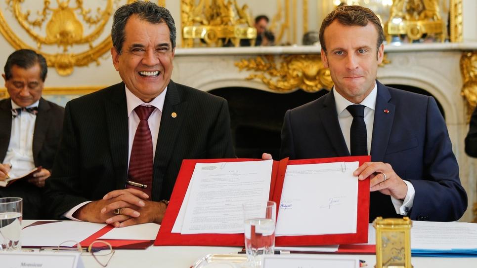 Emmanuel Macron avec le président de la Polynésie française Edouard Fritch, le 5 juillet 2019 à l'Elysée.