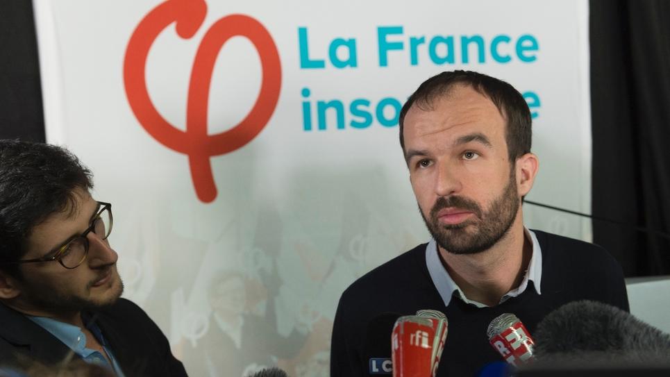 Face aux médias Manuel Bompard, coordinateur des campagnes de LFI, le 25 novembre 2017 à Cournon-d'Auvergne près de Clermont-Ferrand