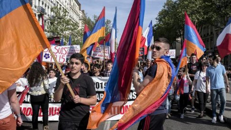Des membres de la communauté arménienne se sont rassemblés le 24 avril 2015 à Lyon pour commémorer le centenaire du génocide arménien